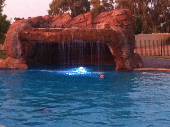 Tindarra Resort: The pool at twilight