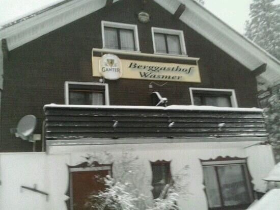 Gasthof Wasmer: prima gasthof voor een korte wintersport ..ligt aan de piste