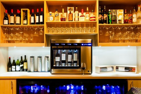 Sukra Restaurant at Lasseters Hotel Casino: Sukra's Enomatic wine system.