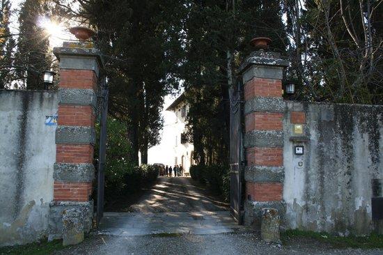 Villa Fattoria di Moriano: entrance to villa