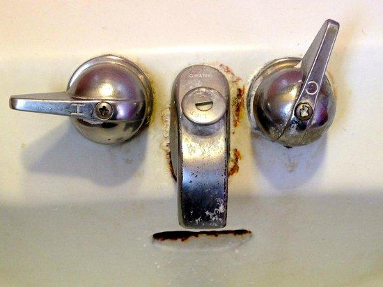 Lodi El Rancho Motel: Bathroom sink