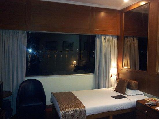 Floatel Hotel: Inside the room
