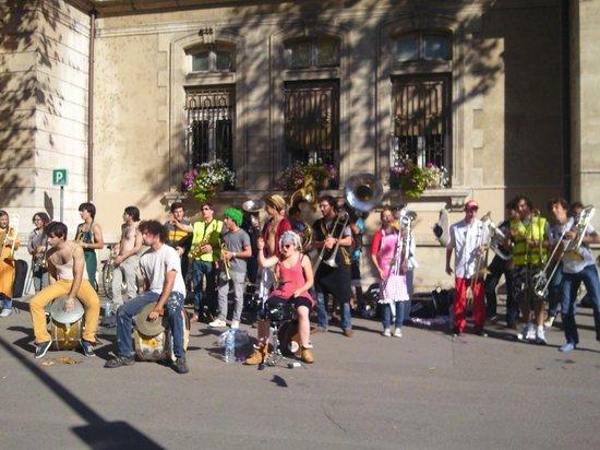 Croix-Rousse: Уличные музыканты на Круа-Русс