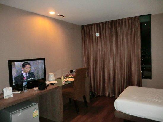 Bangkok City Hotel: spacious and modern room