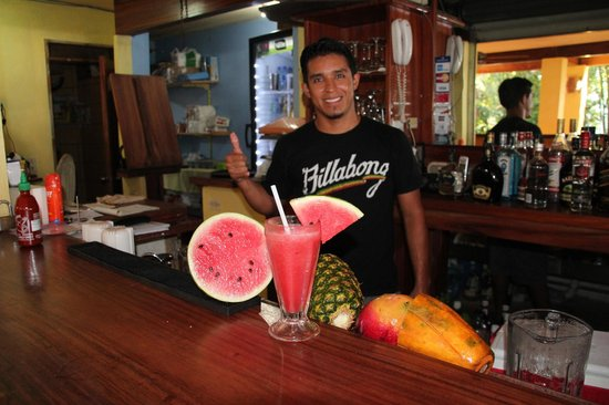 Pelican Hotel: Thumbs up its Happy Hour