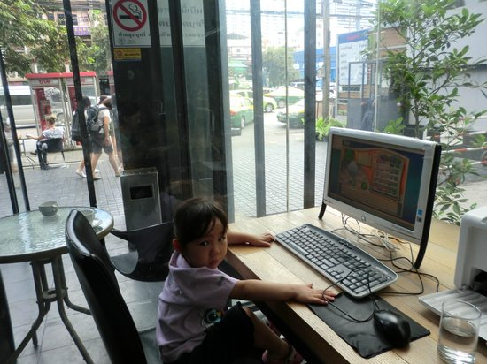 Bangkok City Hotel: free computer use
