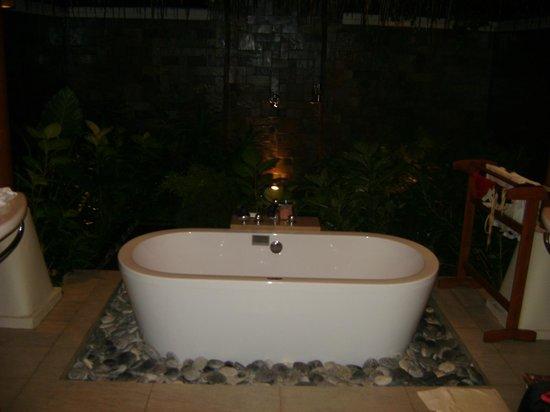 Baros Maldives: villa's tub
