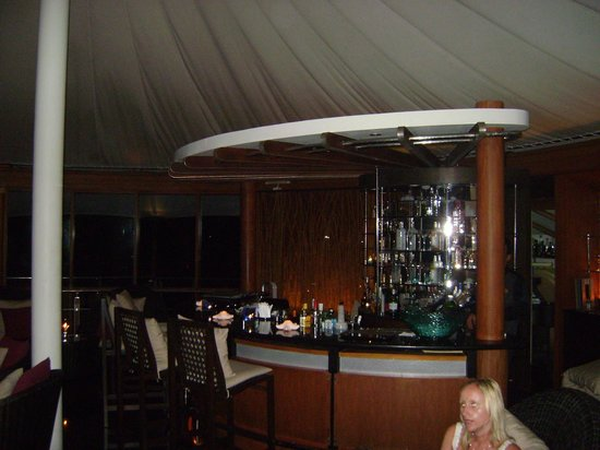 Baros Maldives: bar @ the light house