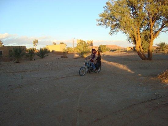 Auberge Africa: Après le dromadaire, la motobécane... lol