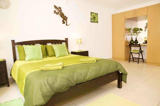 Cap Ou Pas Cap Guesthouse: sea green room