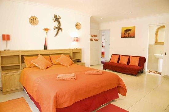 Cap Ou Pas Cap Guesthouse: sunset red room