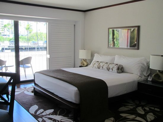 Lotus Honolulu at Diamond Head:                   Hawaiian theme room