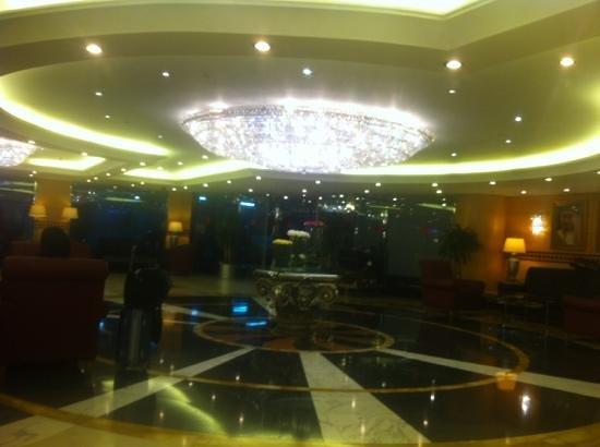Makkah Hilton Towers: lobby in garage