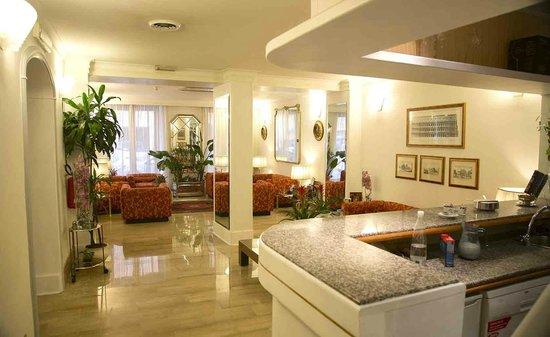 Hotel Cecil: hall
