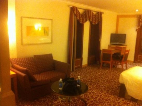Makkah Hilton Towers : haram view sofa bed