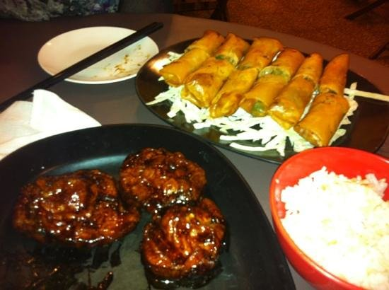 Moon Bell Restaurant: Generous spring roll serving for RM 10!