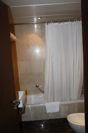 Number One Tower Suites: Second Bathroom