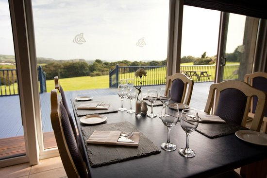 Waves Bar and Restaurant: Spectacular headland views whether you dine in or out