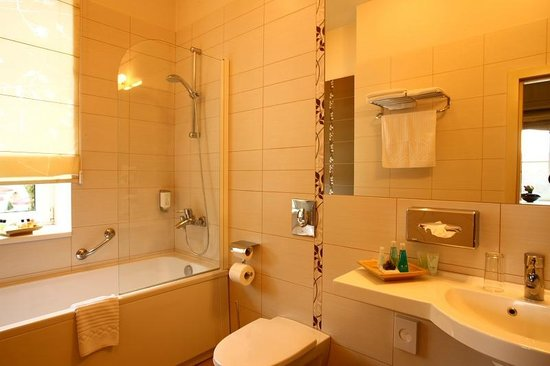 Mabre Residence Hotel: Bathroom