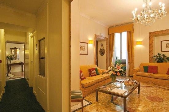 Hotel Fontanella Borghese: salotto
