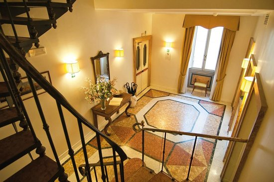 Hotel Fontanella Borghese: scale