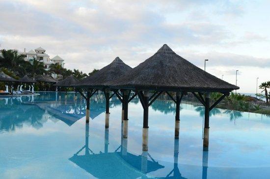 เร้ด เลเวล แอท แกรน เมเลีย ปาซิโอ เดอ อิโซรา: großer Pool