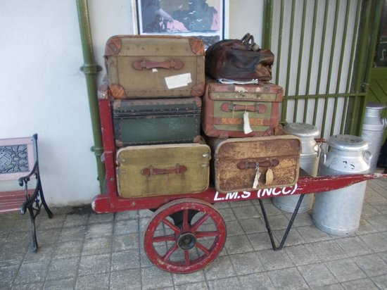 Downpatrick & County Down Railway: Downpatrick - Suitcases in the trainstation