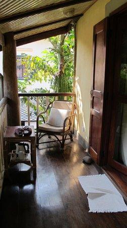 Sala Prabang Hotel: Verandah outside room