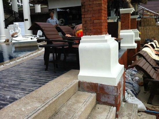 Dara Samui Beach Resort: transat vieux et sales
