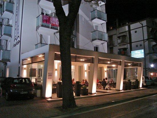 Hotel Carinthia: veranda sulla strada 