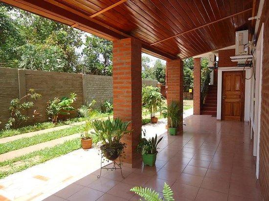 Alquiler Temporario Las Guayabas : El Garage y un pasillo dentro del Apart