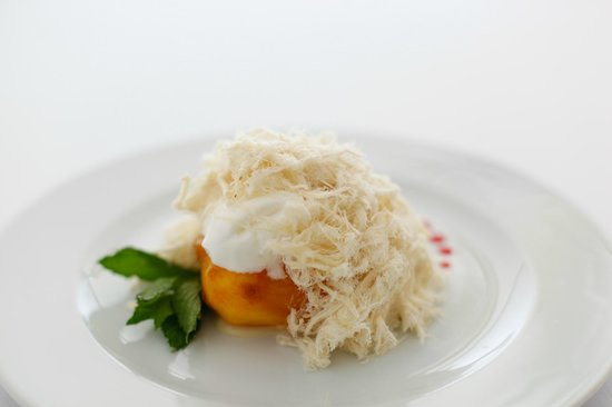4reasons Hotel+Bistro: Peaches with Pismaniye