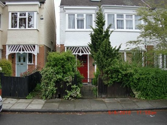 B and B In Barnes: We live in a pretty street