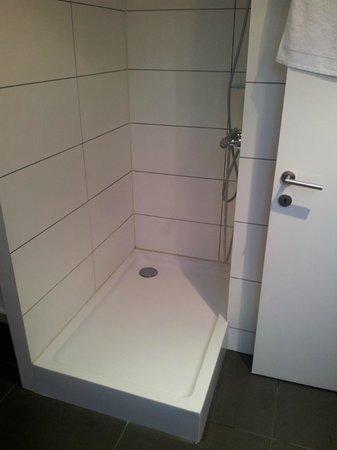 Lavan: Bathroom2