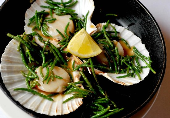 Biddestone Arms: Scallops with samphire