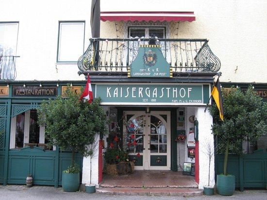 Kaiser Gasthof zur Post: Restaurant- und Hoteleingang