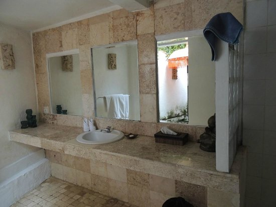 Bali Mystique Hotel and Apartments: Bathroom