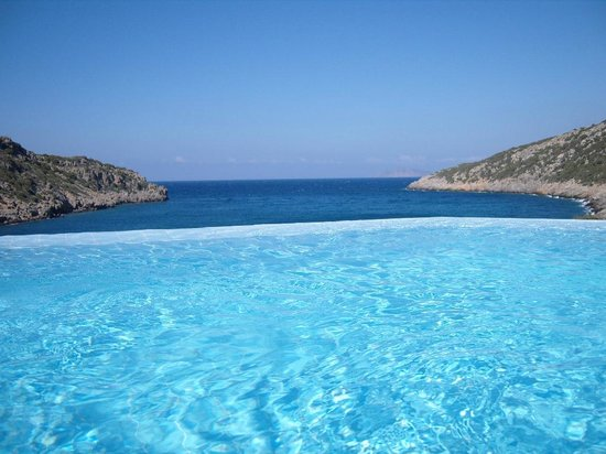 Daios Cove Luxury Resort & Villas: zeezicht vanuit infinity pool