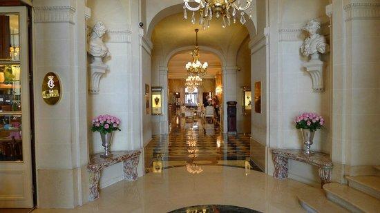 Hotel de Crillon :                   Lobby