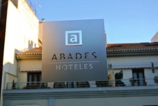 Hotel Abades Recogidas: Window