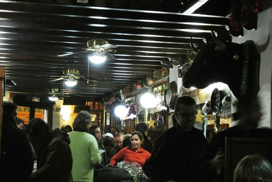 Antigua Bodega Castaneda : Nice atmosphere