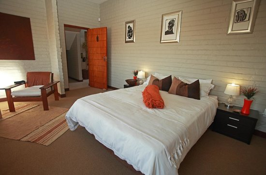 Duenenblick Selfcatering Apartments : third bedroom with bathroom next to it