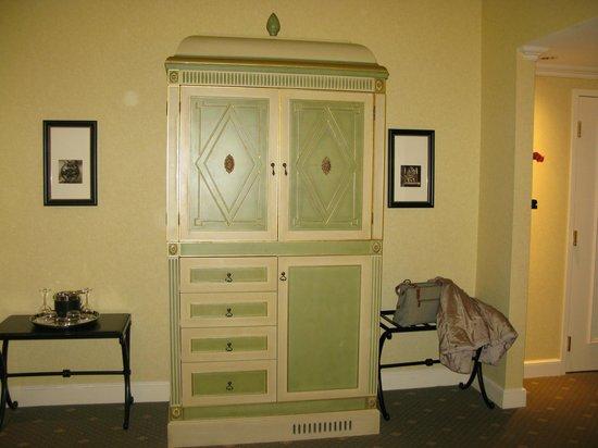 Hotel Commonwealth: TV Cabinet in bedroom
