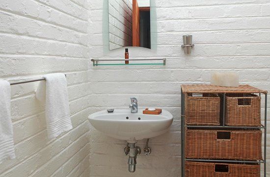 Duenenblick Selfcatering Apartments : bathroom for third bedroom