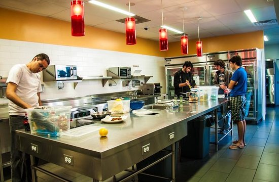 Chicago Getaway Hostel: Kitchen