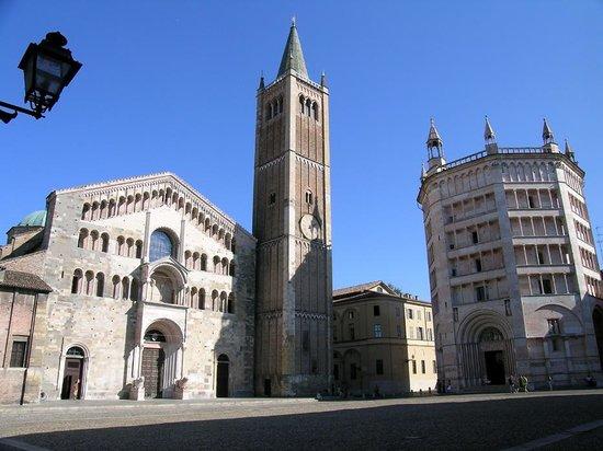 Parmatourguide : La cathédrale et le baptistère de Parme