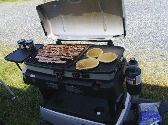 Dover Downs Hotel & Casino: Tail-gate breakfast....