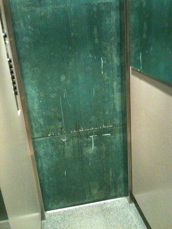 La Madeleine Grand Place Brussels: Elevator