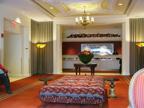 Hotel Commonwealth: Hotel Lobby