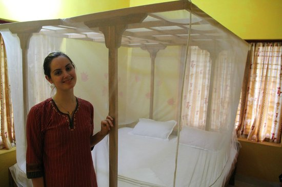 La Maison de Varkala: Our room, clean and equipped with a mosquito net (though it wasn't needed when we were there)